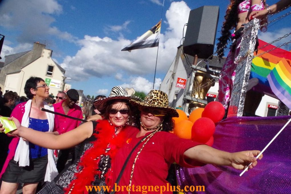 Pour la 6ème édition, ce samedi 3 aout, se déroulai dans les rues de Gourin, la FESTI GAY