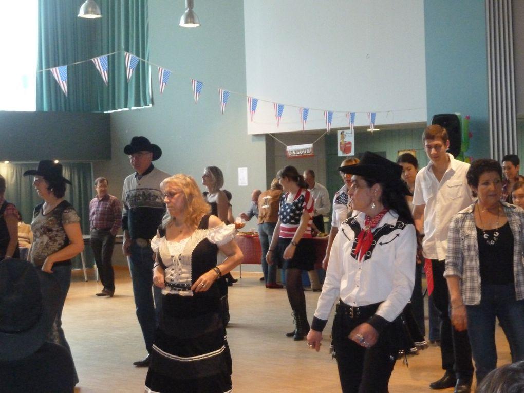 Très belle après midi de danse country, merci aux club alentour d'avoir participer a notre 4ème bal, merci aux photographes et aux cameramans, Merci aux adhérents de l'Association Cowboy Country 45 de leur participation.