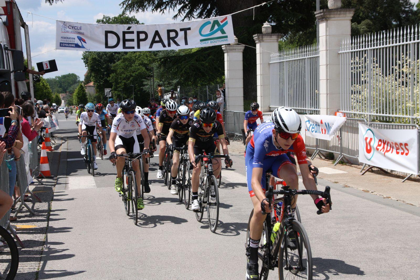 Fin  du  1er  tour  Cyprien  VAN WONTERGHEM  emmène  le  peloton