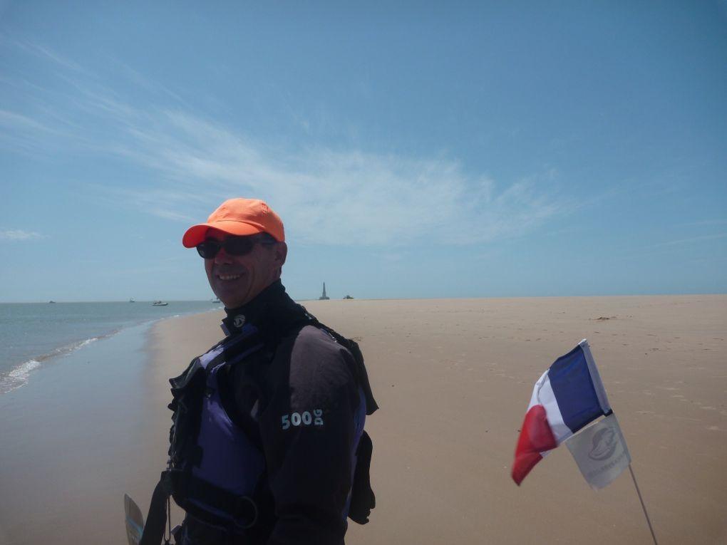 Sortie au phare de Cordouan le dimanche 27 mai 201. 25 participants, dont 15 de l'AST Kayak. D'autres club du Bassin était représentés ainsi que des kayakistes indépendants.