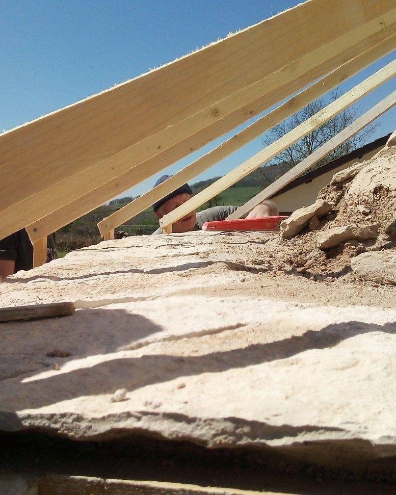 Rénovation d'un ancien four à pain avec toiture en laves de Bourgogne