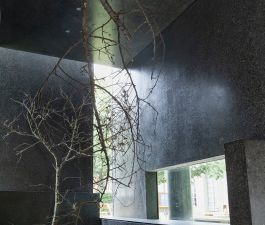 """2 photographies de l'installation """"Jaune, mon repos"""" de Caroline Antoine  au Musée des beaux-arts de Nancy, dans le cadre des 6 weekends d'art contemporain. Tout l'été !"""