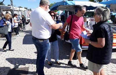 Henry Gabrielle, ce matin sur le marché de Pierre-Bénite mobilisation. La population en colère !