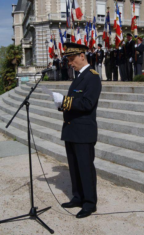 Joseph LAVAUR reçoit la Médaille Militaire des mains du Général Didier BROUSSE, D.M.D., Cdt les Forces Spéciales en Aquitaine.