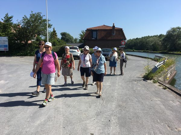 27 juin 2019. La marche le long de la Scarpe a ouvert l'appétit des participants au buffet campagnard!