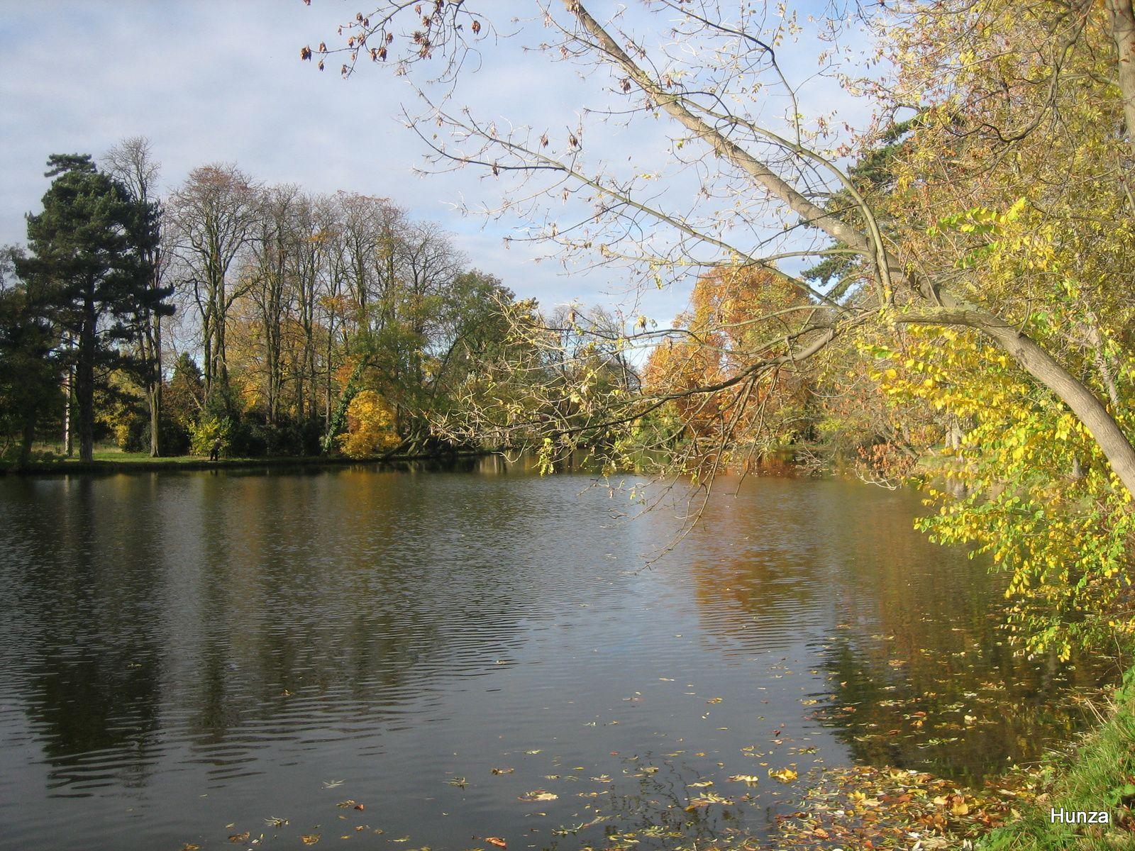 Bois de Vincennes : le lac de Gravelle en automne