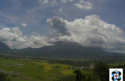 Flash on two volcanoes in East Asia: the Bulusan and Dukono.