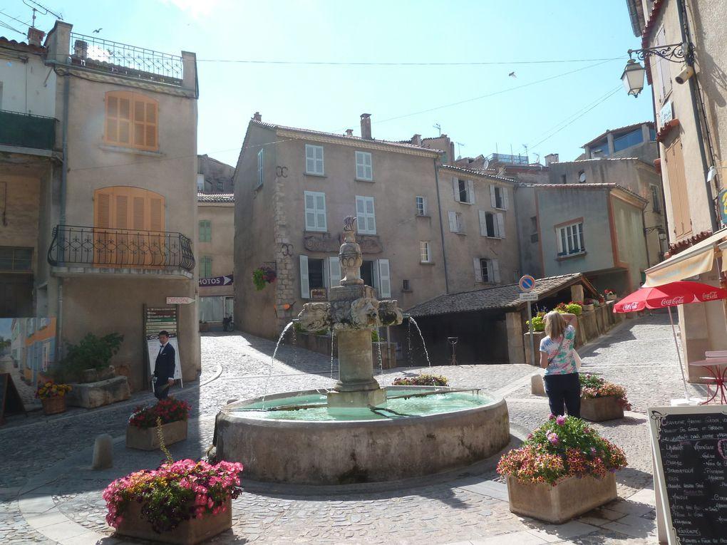 Village de Valensole, Alpes-de-Haute-Provence.