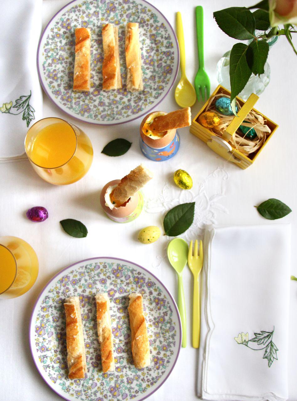 Œuf à la coque bio à la fleur de sel de Camargue-basilic et ces mouillettes de baguette croustillante ♥  le petit déjeuner pour Pâques