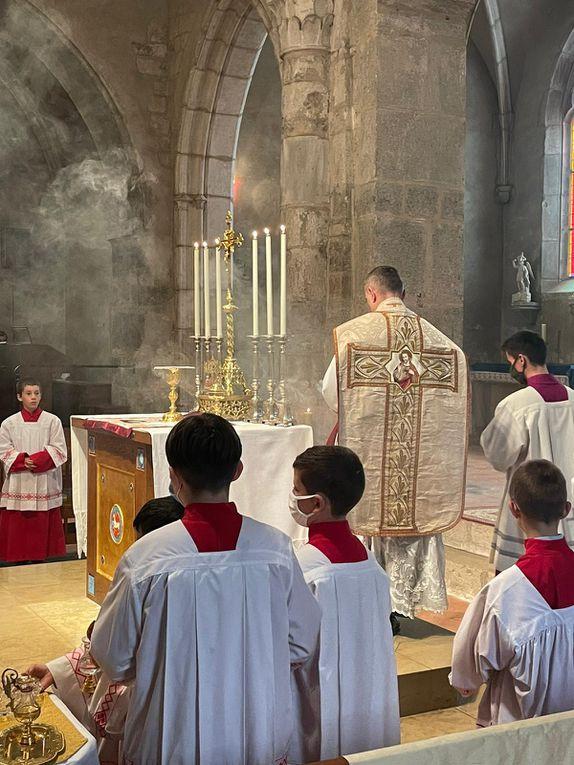 Messe de la fête du Saint Sacrement et 1ère Communion de Coraline GINDRE, Hortense BESSET, Chris AVRIL, Valentine DOMINGO.