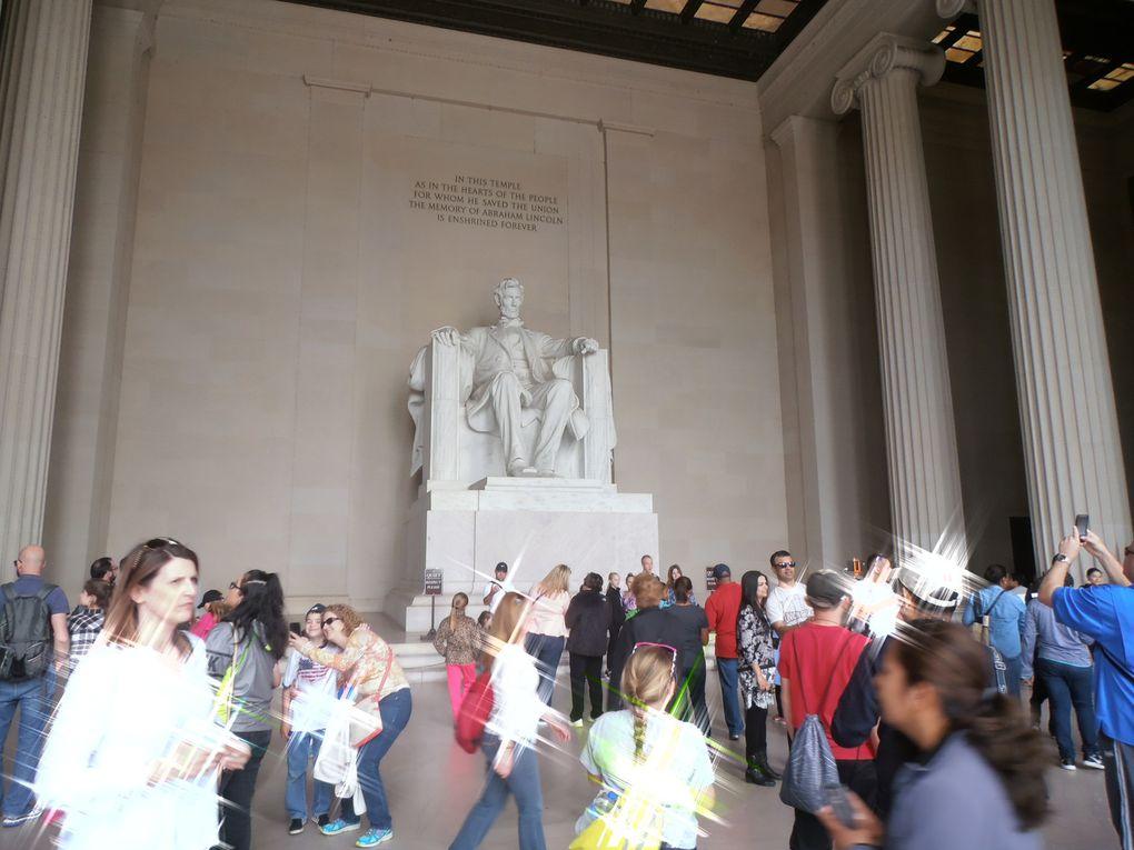 ... sous l'œil bienveillant de Lincoln ? Au passage, j'ai découvert que sa statue n'était pas à l'extérieur...