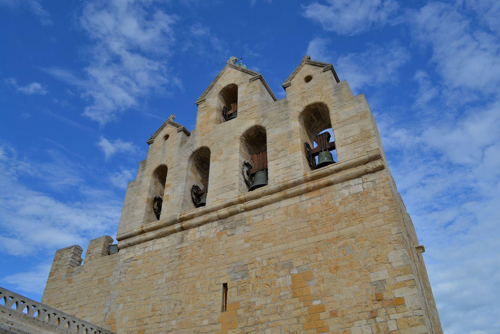 L'église des Saintes-Maries-de-la-Mer...
