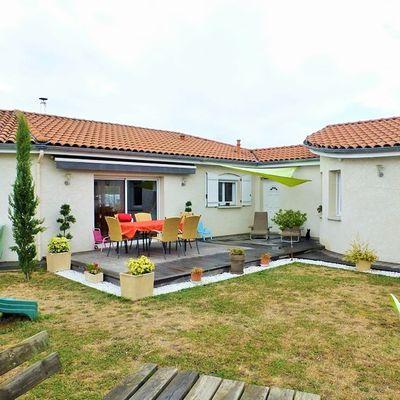 Une charmante maison et ses 165 m² de plain-pied implantée sur un terrain clos de 955 m²