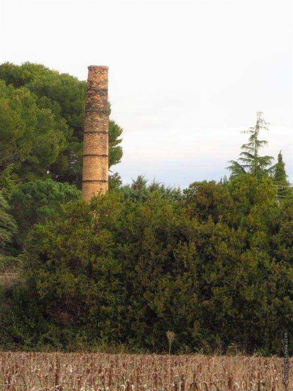 La cheminée de l'ancienne usine Ours