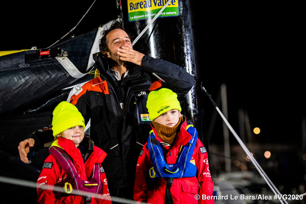 Vendee globe race in 80 days : Bestaven the winner arrived late in the night to Sables D'olonnes