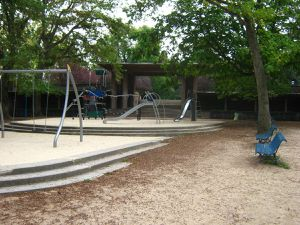 Le parc de la Butte-du-Chapeau-Rouge et ses statues