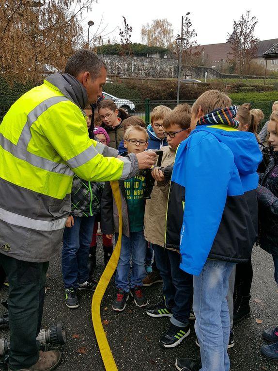 Visite des pompiers à l'école.