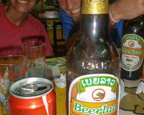 Défi n°12 : Boire une bière de chaque pays pour Guillaume - un Coca local pour Jenni