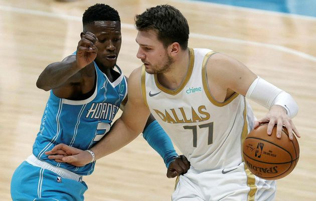 Luka Doncic mène Dallas à Charlotte en signant 34 points, 13 rebonds, 9 passes, 4 contres et 2 interceptions