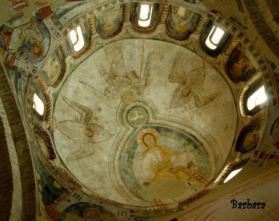 Foto del bellissimo battistero ... una chiesa in miniatura