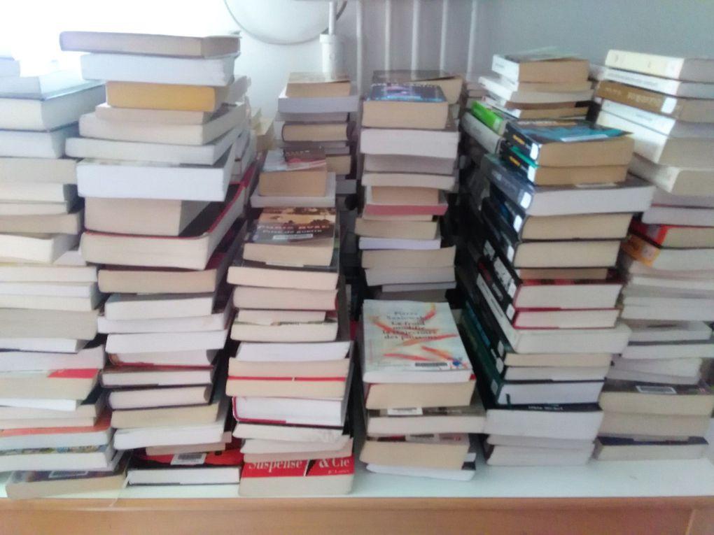 Des piles de livres et de la mauvaise herbe à foison !