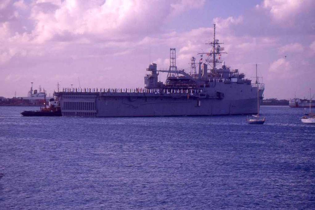 AUSTIN  LPD4 , batiment amphibie de la marine américaine au Antilles (Date inconnue)