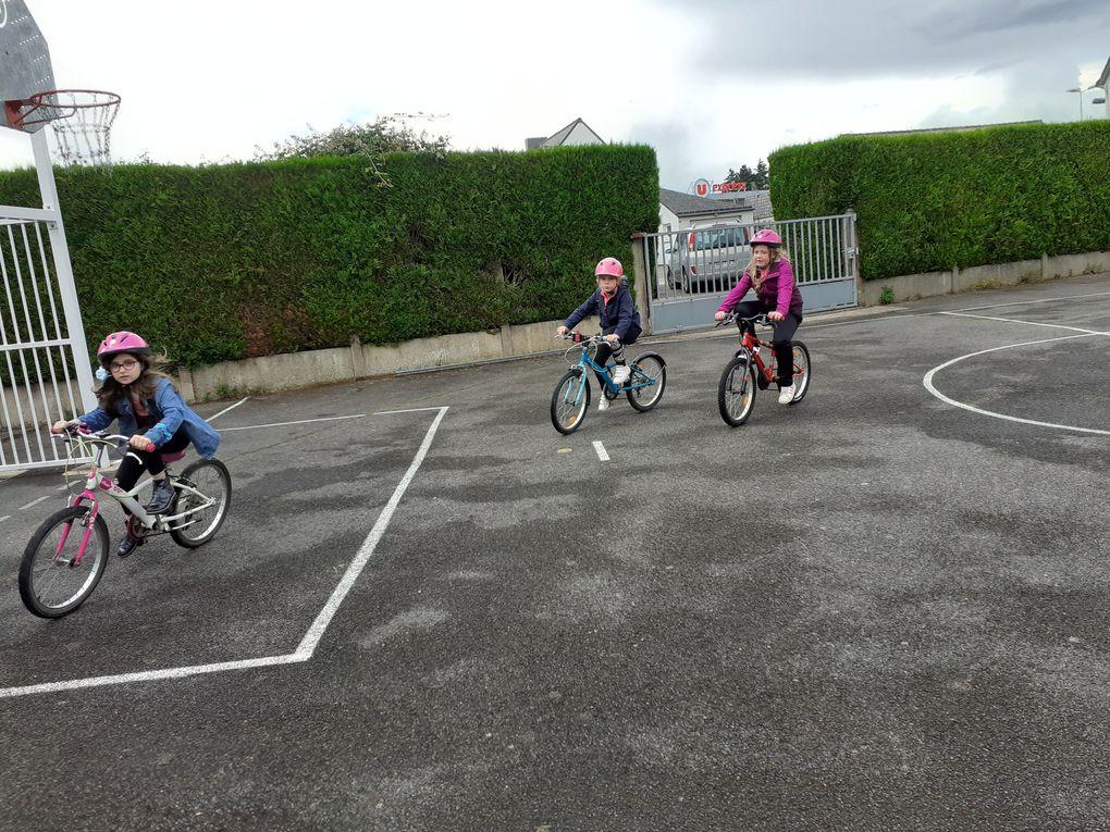 vélo à l'école pour les GS  CE1