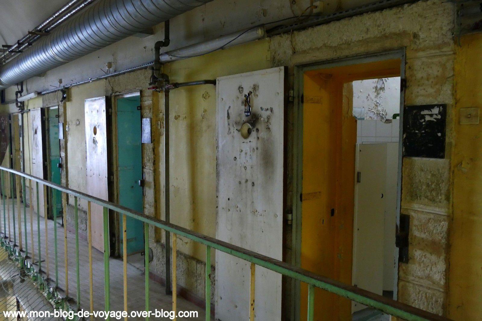 L'intérieur d'une cellule spartiate ayant subi les ravages de l'humidité (septembre 2019, images personnelles)