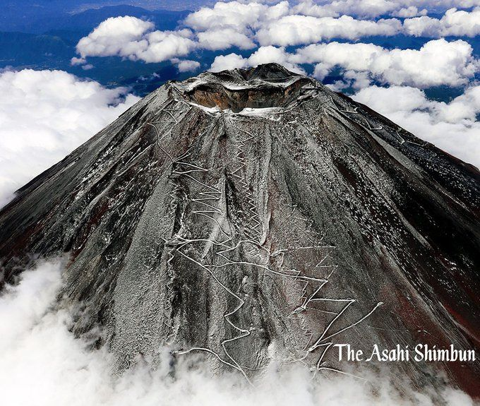 Fuji-san - first snows revealing access trails - flyover Asahi Shimbun 09/28/2020