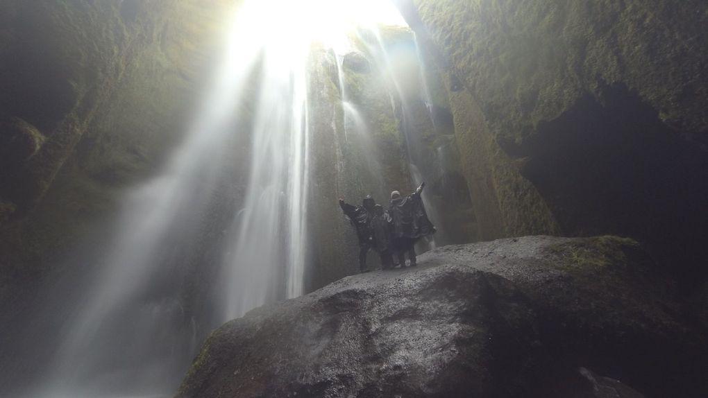 Seljalandsfoss e Gljúfurárfoss: passeggiare dietro la cascata (Islanda)