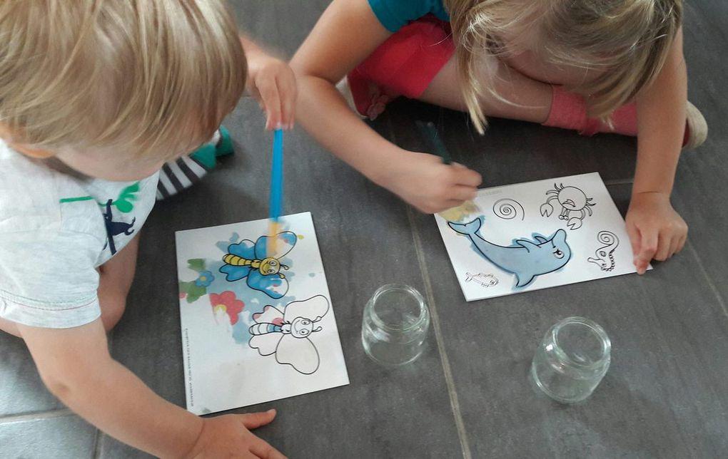 Chouquette et Ti Boy, en pleine séance de coloriage à l'eau