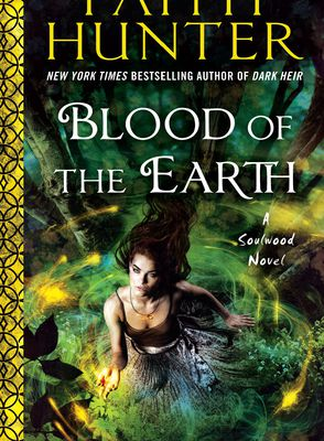 Read Online Blood of the Earth (Soulwood, #1)  by Faith Hunter
