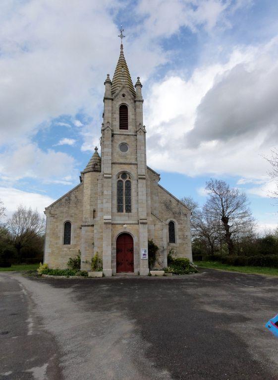 l'église romane et la nouvelle église de St André des Eaux