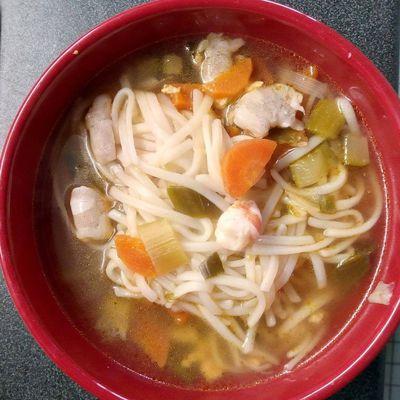 Soupe de légumes/poulet/pates de riz/crevettes COOKEO