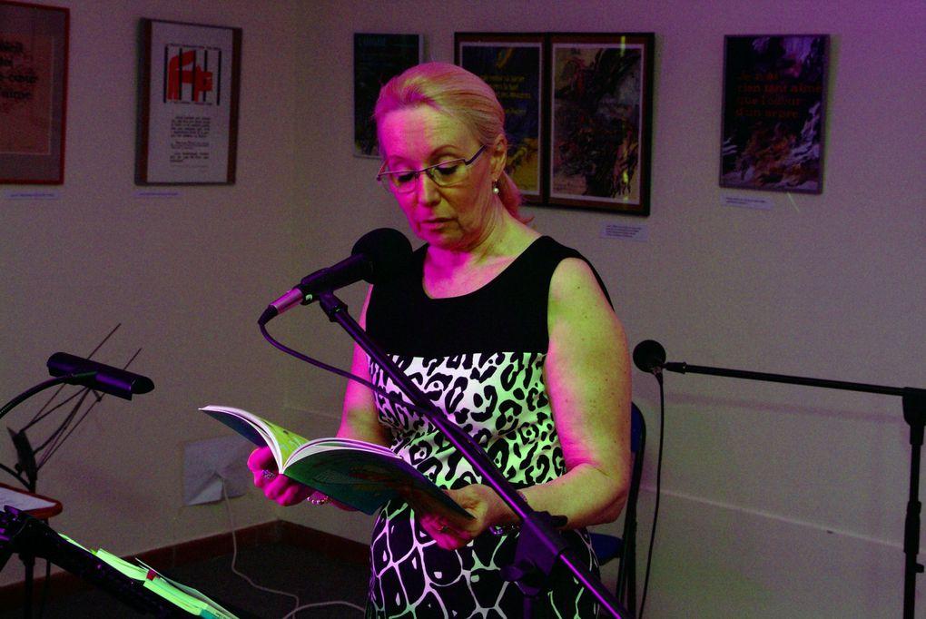 8 mars 2014: ouverture du Printemps des poètes Signature du mur de poésie, présentation au public, vernissage de l'exposition de Raphaël Segura, lecture de Béatrice Libert