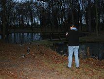 Enten füttern (Miltitz Park)