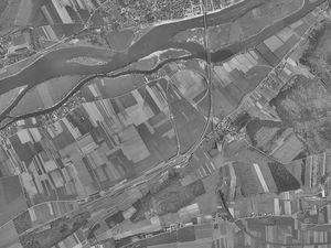Comparaison entre une vue aérienne des années 1950 et la vue aérienne de 2018 (captures d'écrans du site Géoportail).