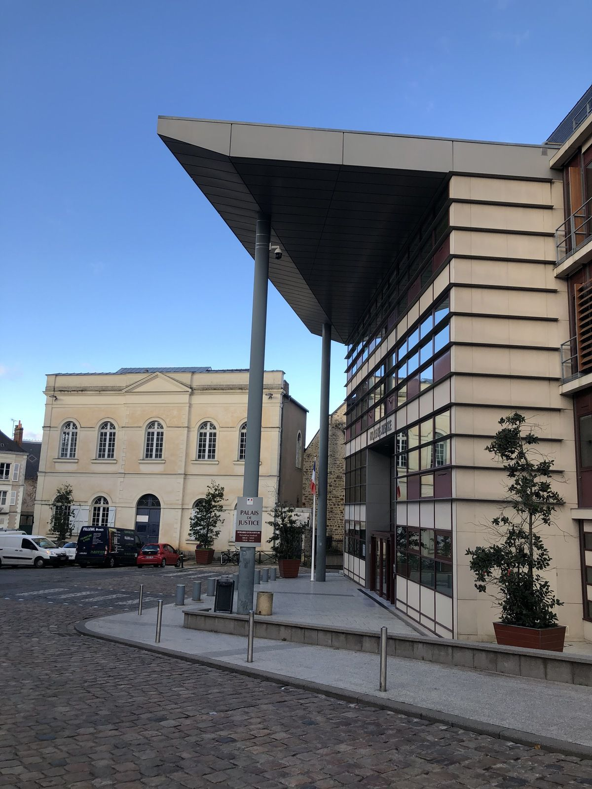avocat tribunal de Laval