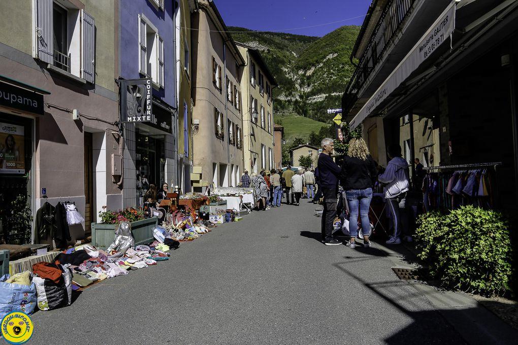 Saint André les Alpes 30 mai vide grenier et exposition photo