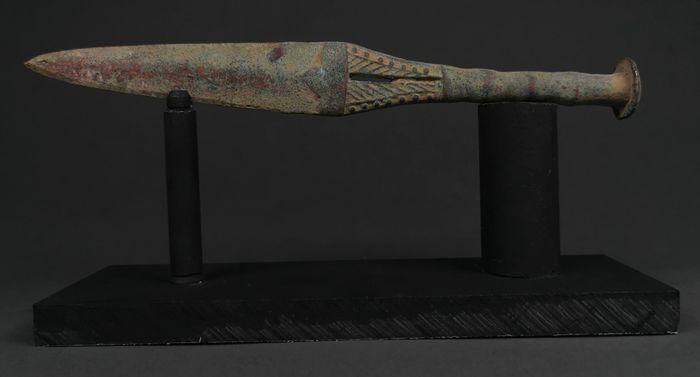 La dague en bronze de Lakish est gravée avec ce qui pourrait être l'une des plus anciennes inscriptions proto-alphabétiques du Levant. The Israel Museum/Neta Dror