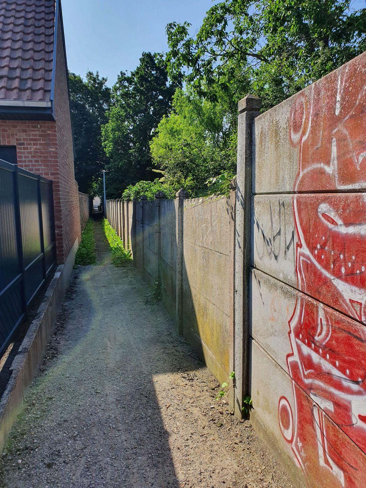Carrefour rue Voltaire - Sentier de l'orphelinat et petit sentier, à Wavrin