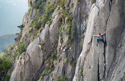 Keep climbing with the right clothes!
