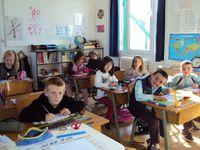LES ENFANTS EN CLASSE  Les enfants au travail dans leur classe : « Super ! Des contrôles ! »