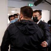 VIDÉO - Un patient touché par un Covid long craque en décrivant son quotidien à Macron