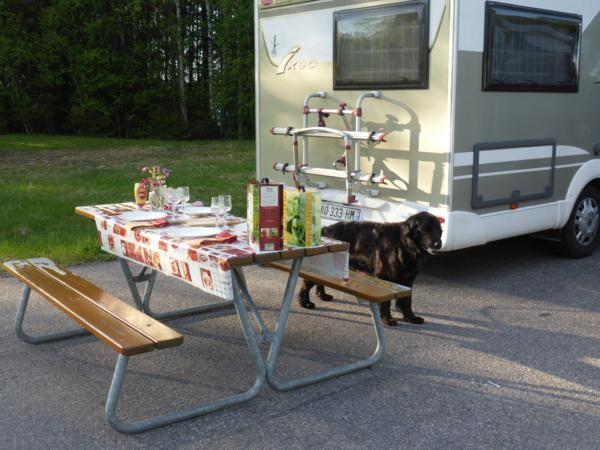 ...avec le beau temps, il est bien agréable de manger dehors...