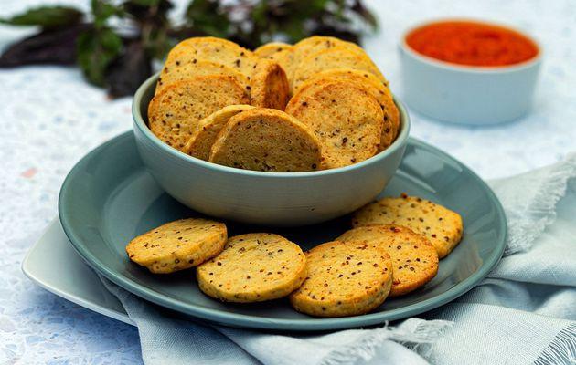 Biscuits apéritifs au parmesan et moutarde à l'ancienne