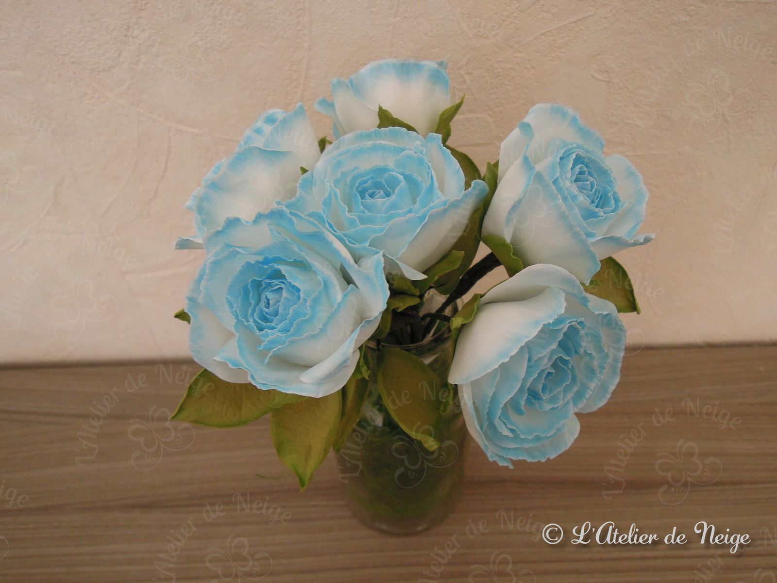 054 - Bouquet de Roses Bleues et Blanches Communion Alice 11 avril 2021