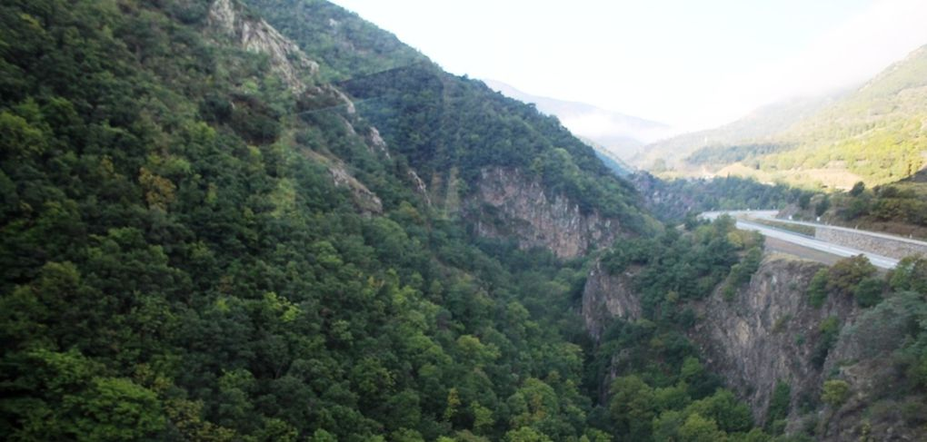 Un petit train s'en va dans la montagne ...