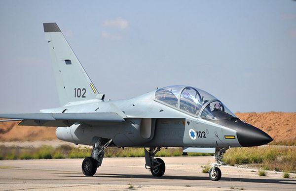 Les élèves de la Force Aérienne Israélienne débutent leurs vols sur les M-346