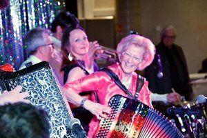 michèle france, une professeur d'accordéon moulinoise qui célèbre ses 61 années de vie musicale dans sa ville de moulins